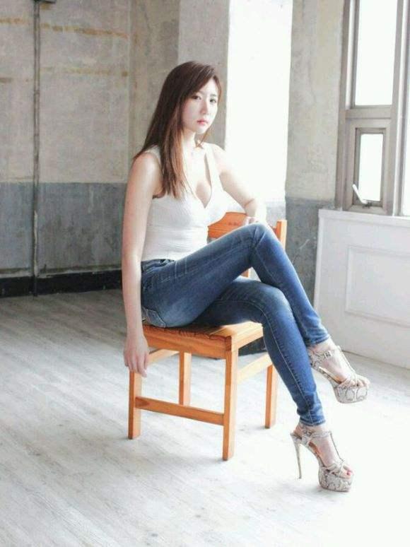 漂亮美女模特高清手机壁纸