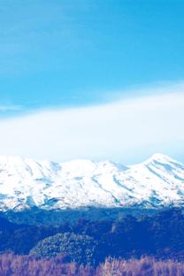 巍峨的山峰高清壁纸