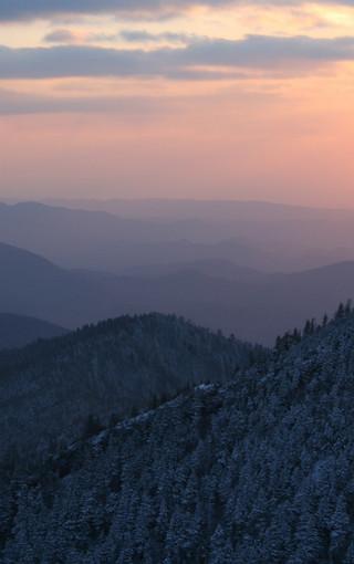 山谷间的雾唯美壁纸
