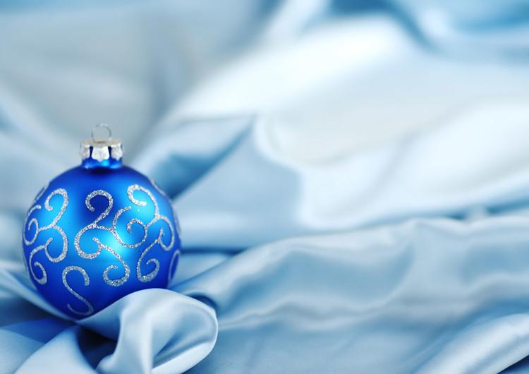 圣诞节虚化背景彩球壁纸